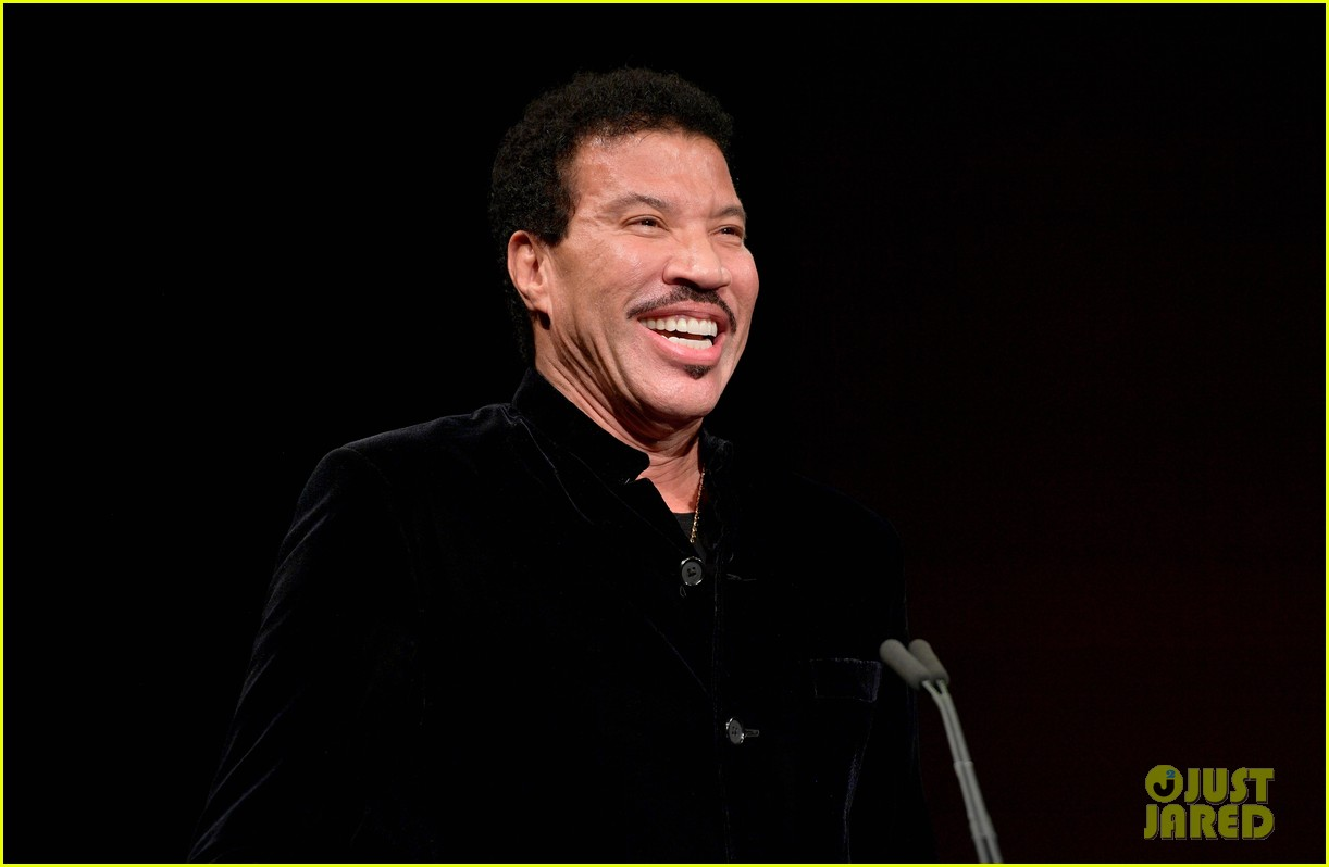 lionel richie and daughter sofia make rare red carpet appearance together 193985403