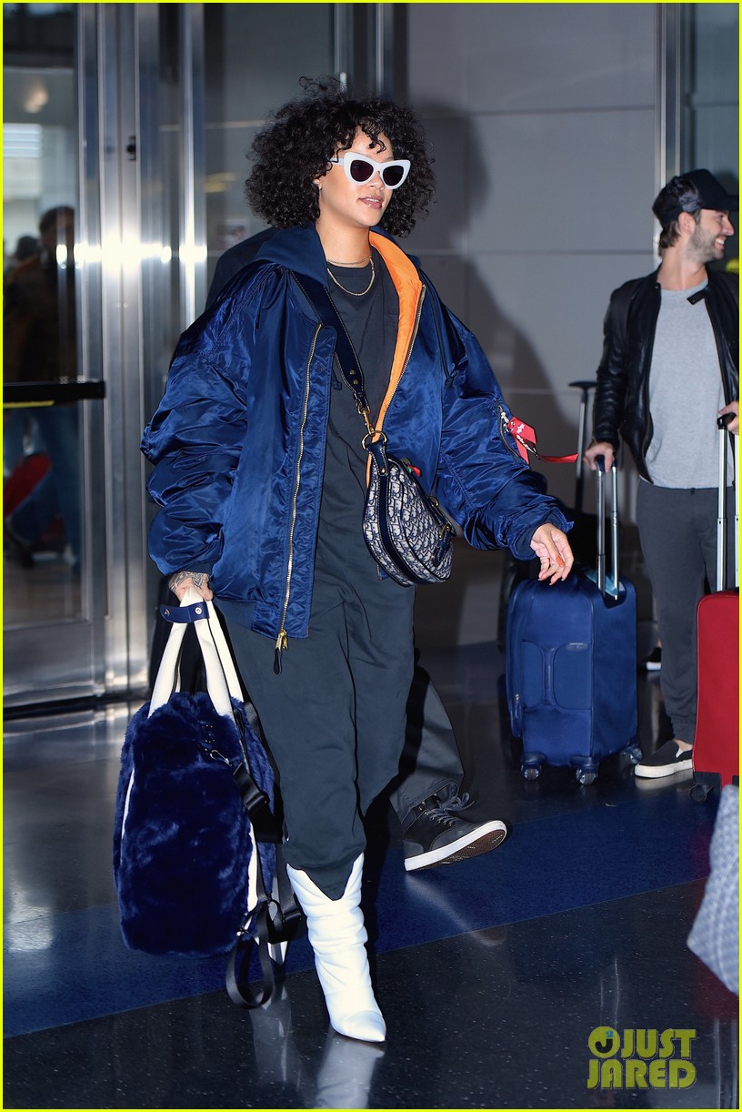 rihanna curly hair at jfk airport 033983494