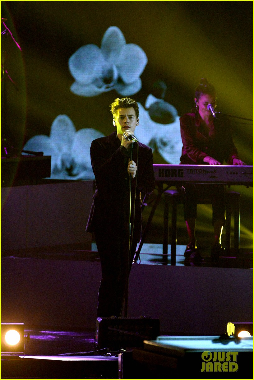 Epic Full 2018 >> Full Sized Photo of harry styles gives epic sign of the times performance on x factor italy 01 ...