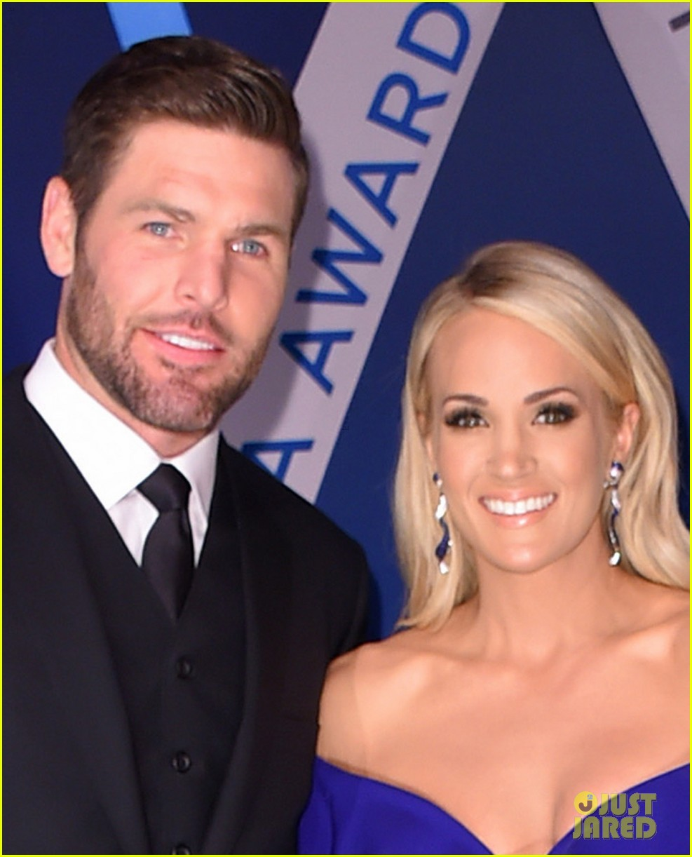 Carrie underwood brings husband mike fisher to cma awards for Carrie underwood husband mike fisher
