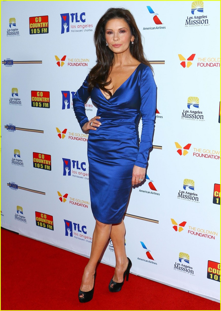 catherine zeta jones gets family support at legacy of vision gala 043985533