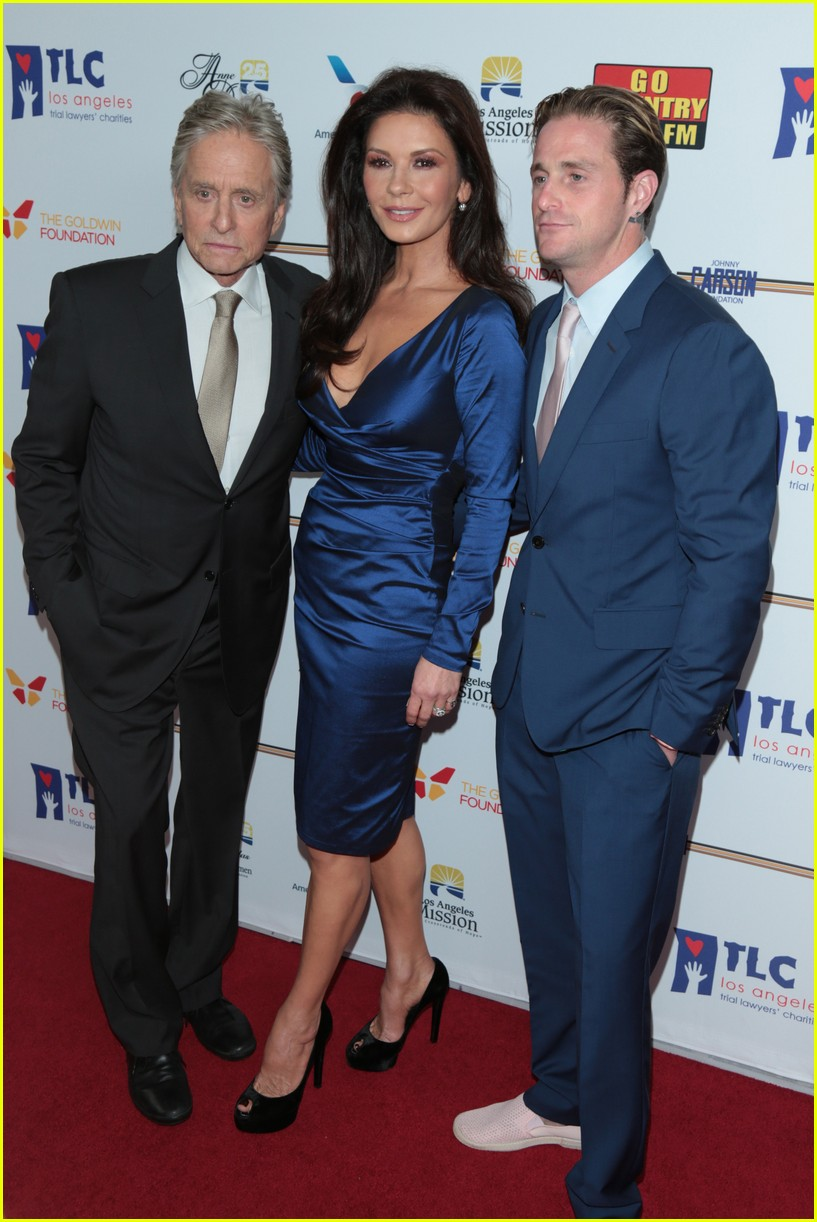 catherine zeta jones gets family support at legacy of vision gala 113985540