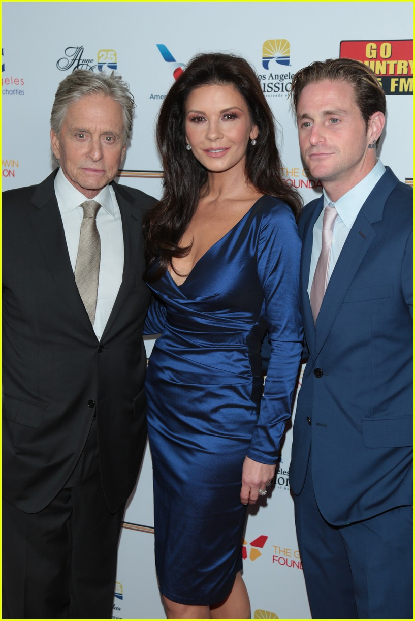 catherine zeta jones gets family support at legacy of vision gala 123985541