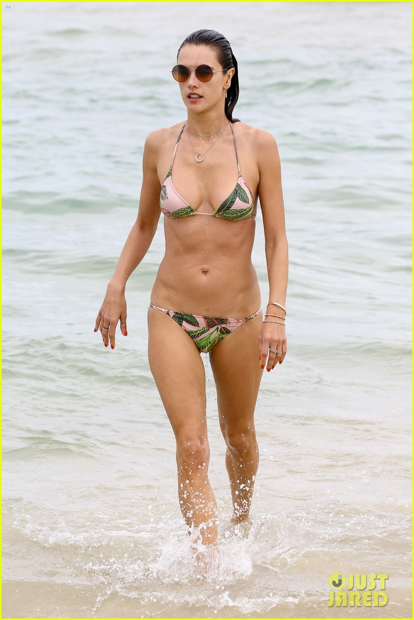 alessandra ambrosio continues her beach vacation in brazil 034005444