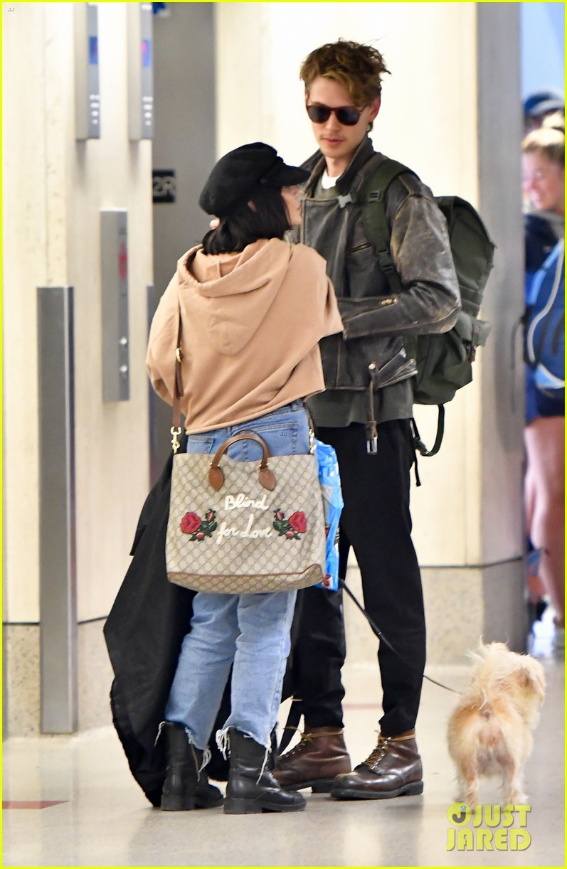 Vanessa Hudgens & Boyfriend Austin Butler Fly Home After ...