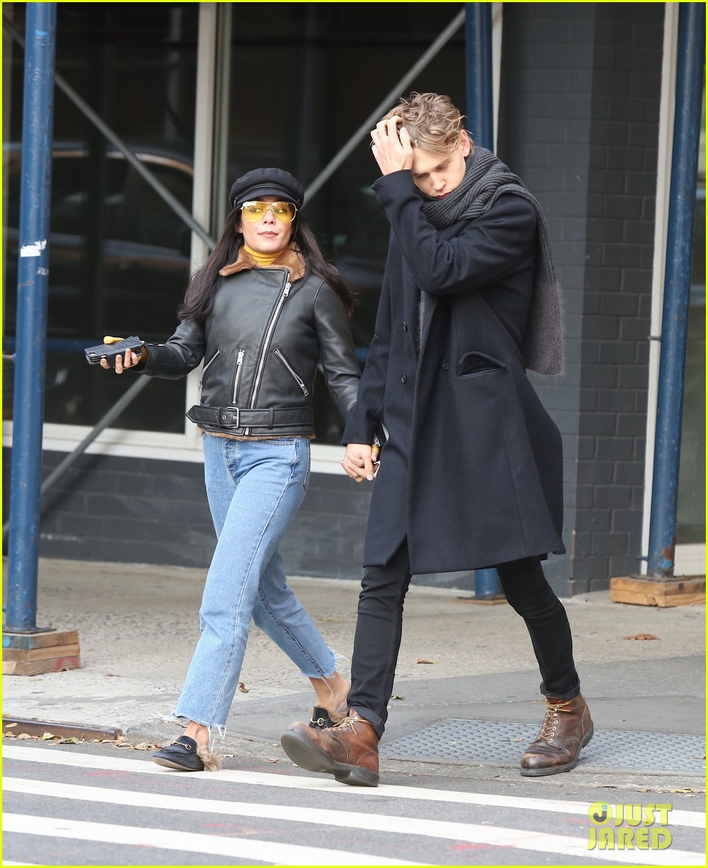 vanessa hudgens austin butler hold hands during afternoon date 033996037