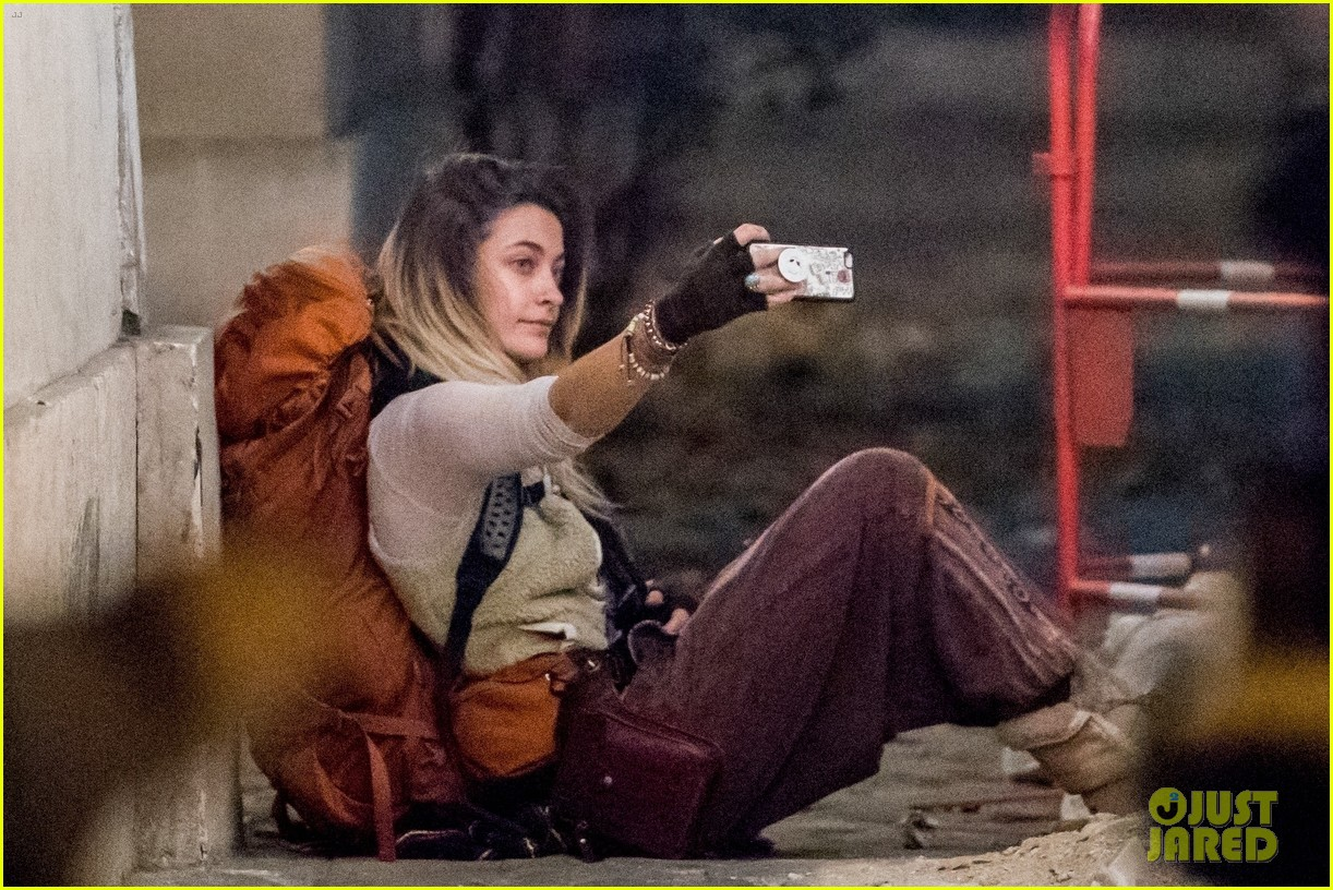 Paris Jackson Plays the Ukulele While Backpacking Around France (Video):  Photo 3997086 | Paris Jackson Pictures | Just Jared