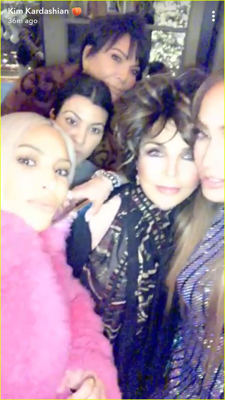 kim kardashian enjoys taco night at jennifer lopez house 024005165