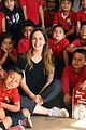 leighton meester helps spread holiday joy with feeding america 01