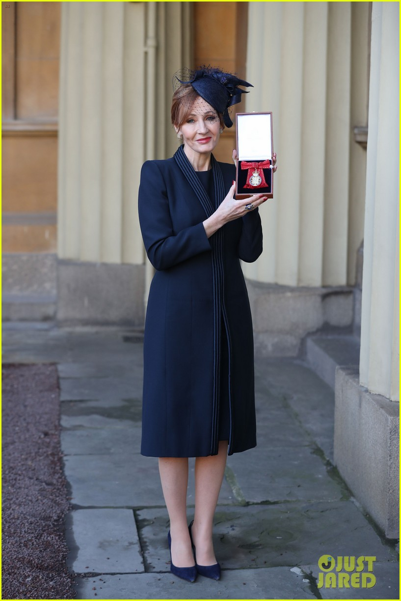 jk rowling honored by prince william 034000317
