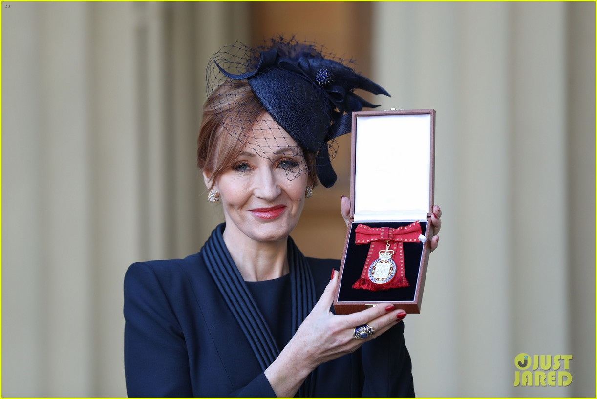 jk rowling honored by prince william 054000319