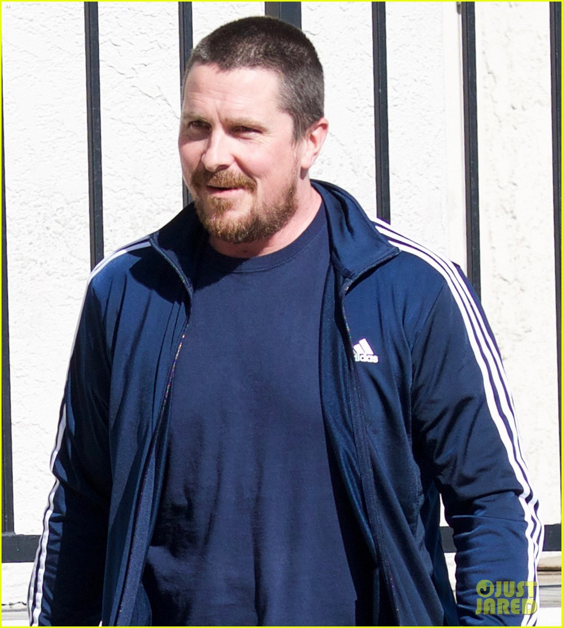 christian bale puts slimmer figure on display while out in la 044014064