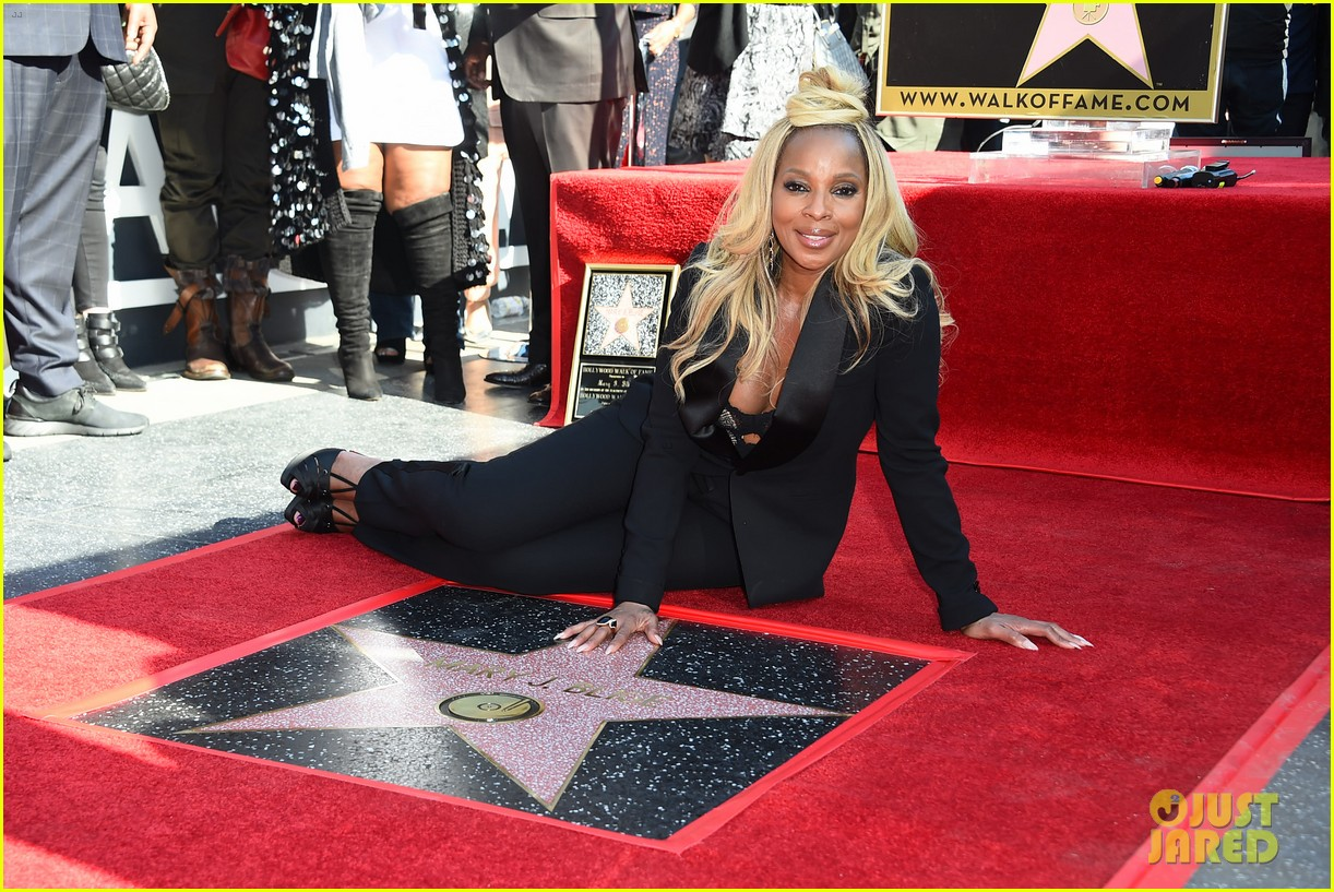 mary-j-blige-receives-star-on-hollywood-
