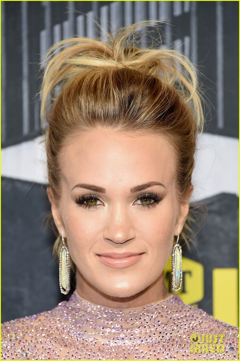 carrie underwood photographed 034006996