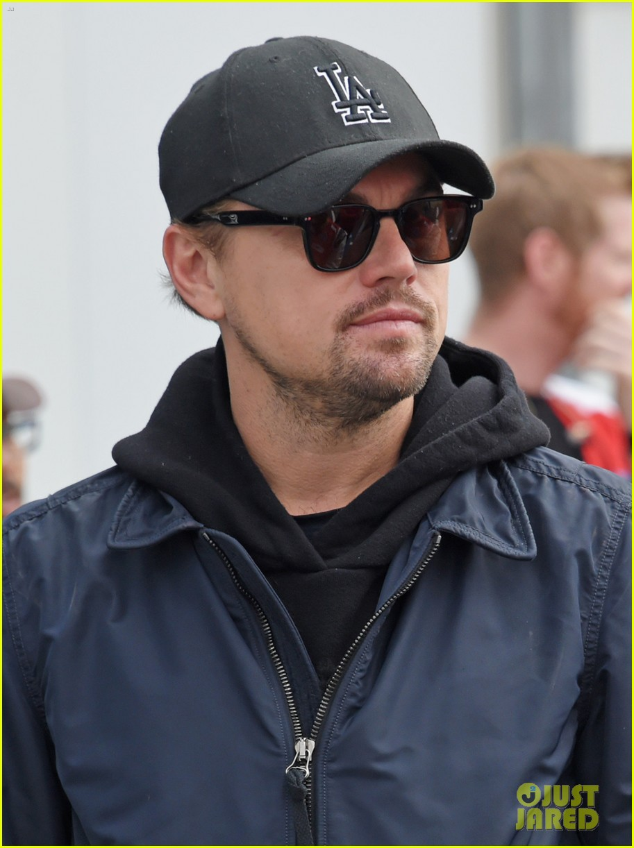 leonardo dicaprio checks out the races in morocco 024014225