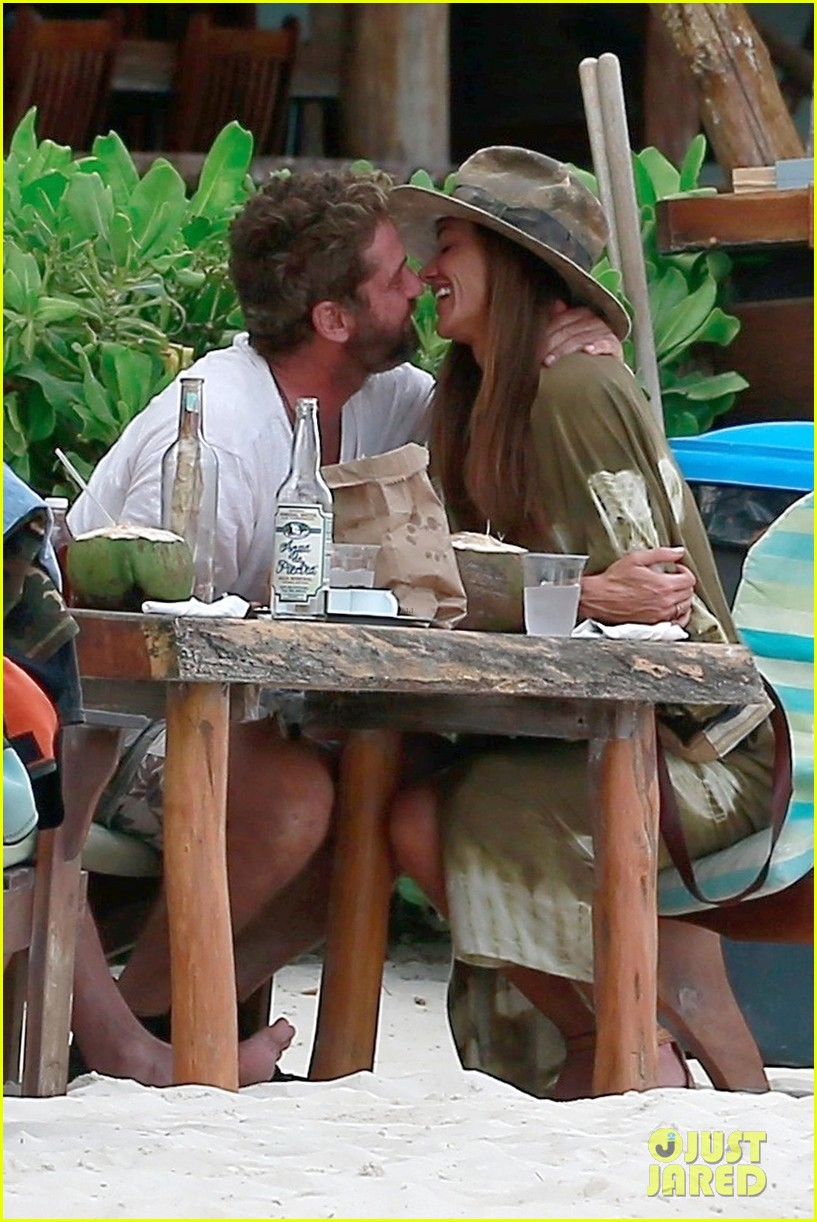 gerard butler girlfriend morgan show some pda during new years vacation 024007049