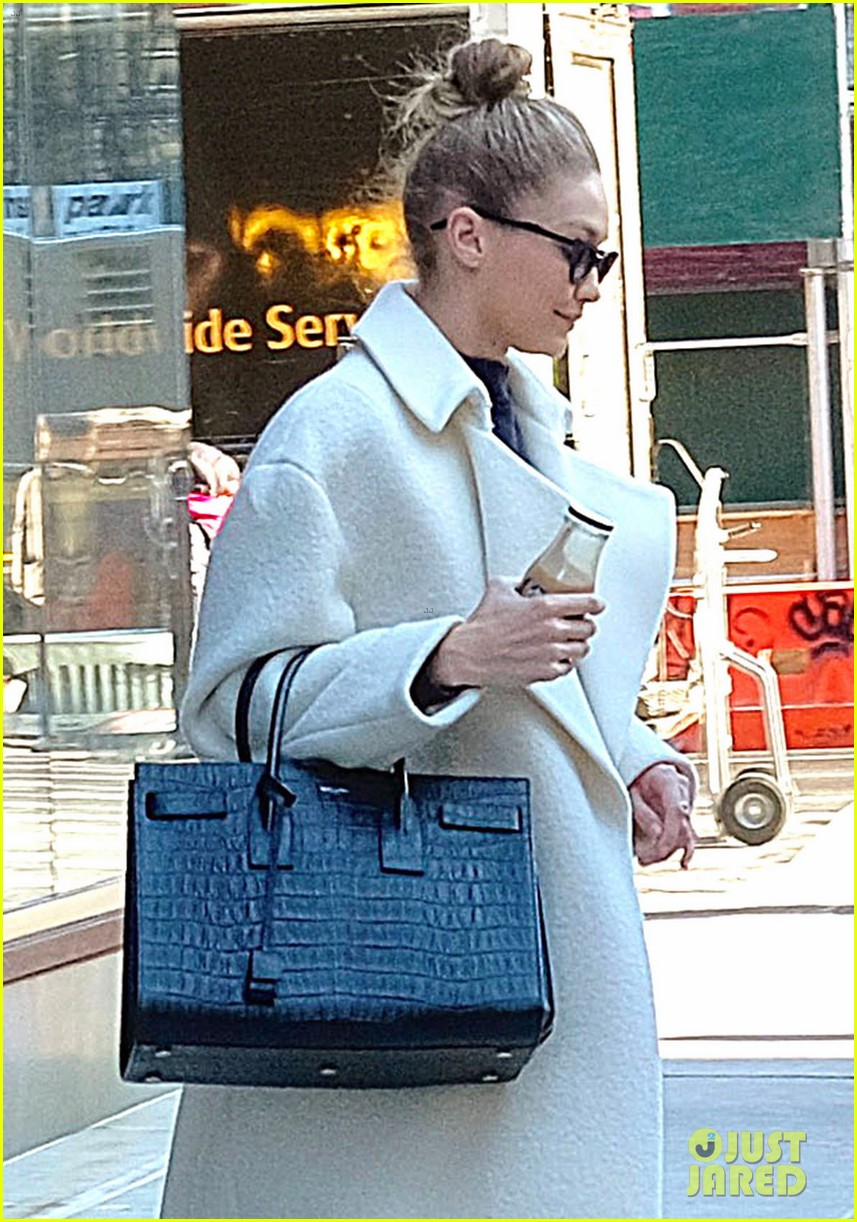 gigi hadid out about nyc 024012260