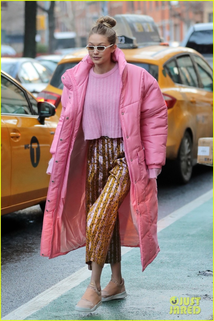 gigi hadid brightens up the streets of new york city 014011796