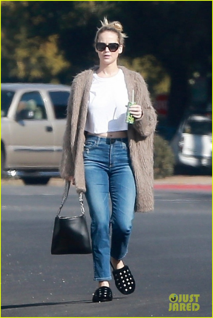 jennifer lawrence rocks house slippers while out shopping 054007582