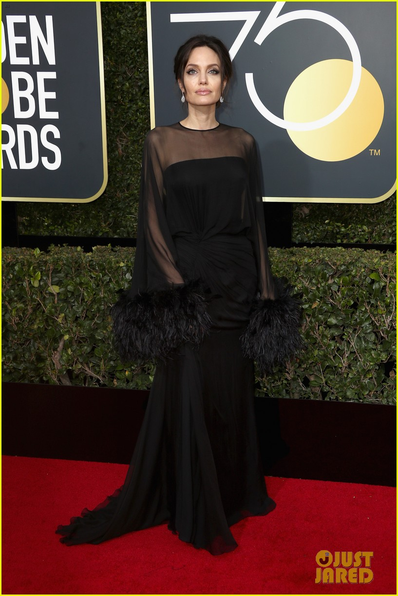 angelina jolie golden globes 2018 red carpet 024009506