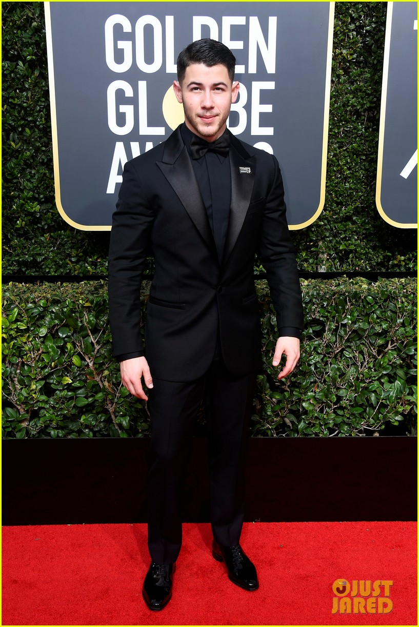 joe jonas nick jonas golden globes 2018 034010987