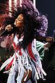 sza slays performance of broken clocks at grammys 02