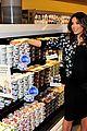 eva longoria pregnant shopping 03