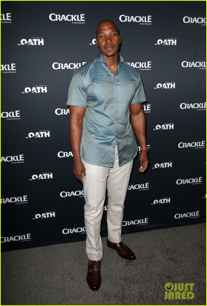 50 cent supports ryan kwanten the oath cast at l a premiere 19
