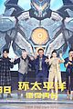scott eastwood practices his mandarin at pacific rim uprising beijing premiere 03