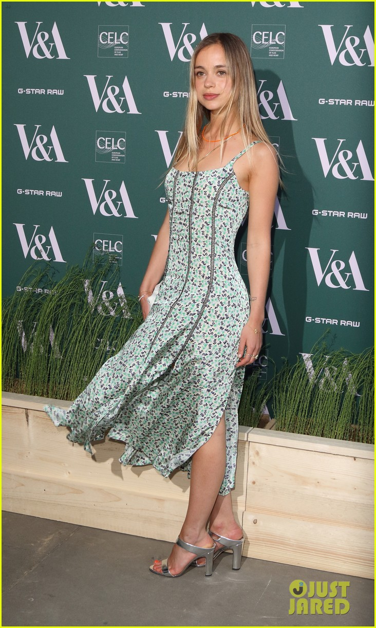 ellie goulding natalie imbruglia step out in style for va fashioned from nature vip preview 04