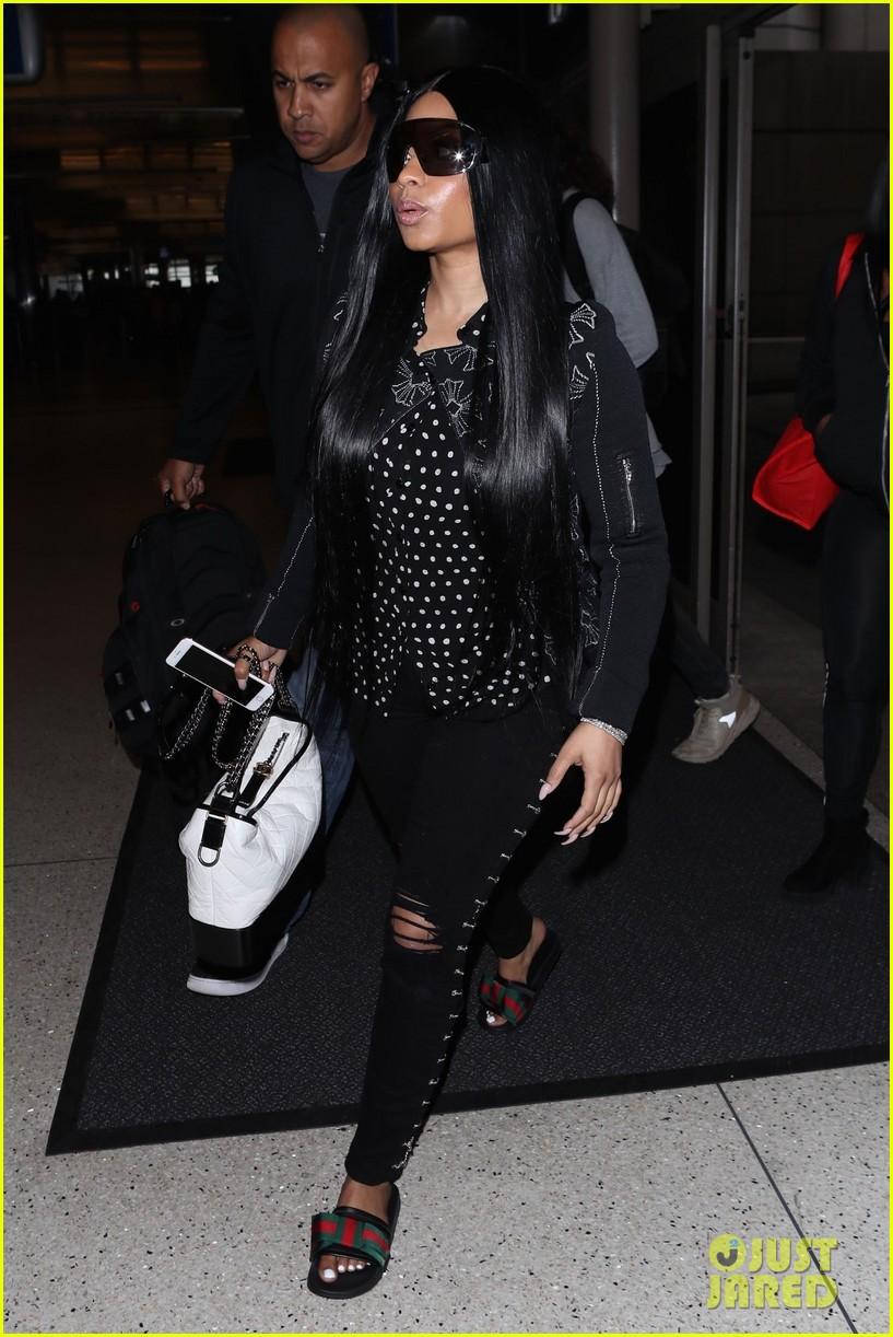 e2a39a9cbb7 Nicki Minaj Makes Rare Outing at LAX Airport  Photo 4059695