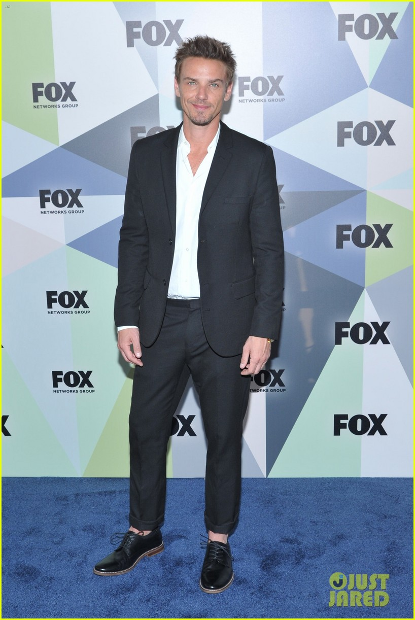 Mark-Paul Gosselaar & Riley Smith Suit Up for Fox Upfronts!: Photo ...