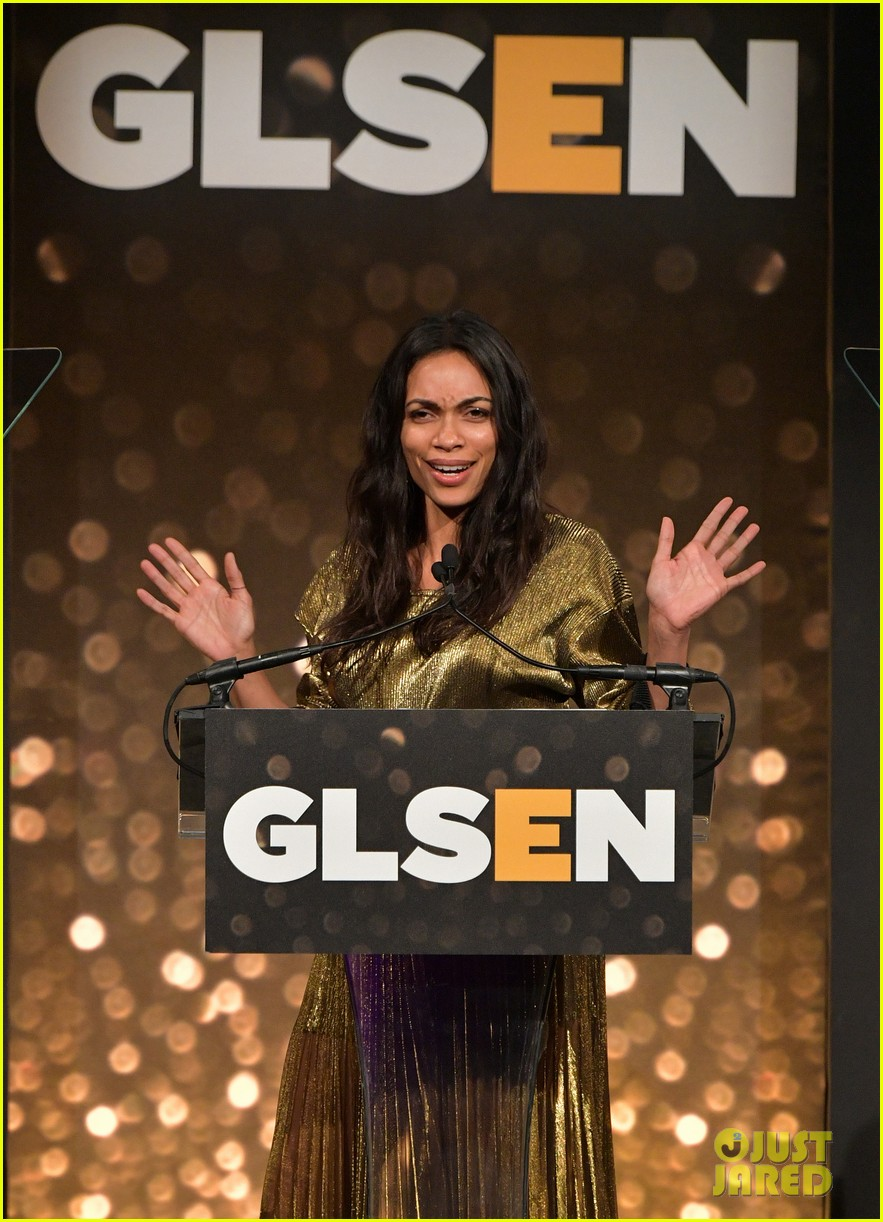 rosario dawson gets honored at glsen respect awards 03