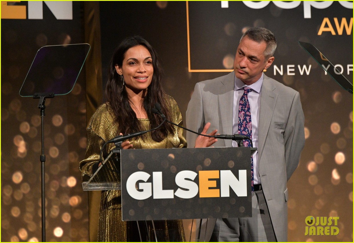 rosario dawson gets honored at glsen respect awards 07