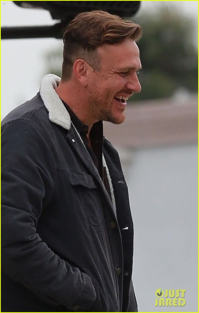 jason segel runs into knocked up costar charlyne yi in los feliz 07
