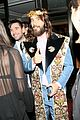 justin theroux chadwick boseman keep it cool at versace met gala 2018 after party 09