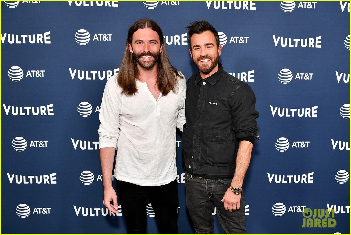 Justin Theroux Shows Off His Back Tattoo At Vulture Festival 2018 Watch Here Photo 4087954 Antoni Porowski Jonathan Van Ness Justin Theroux Tan France Pictures Just Jared