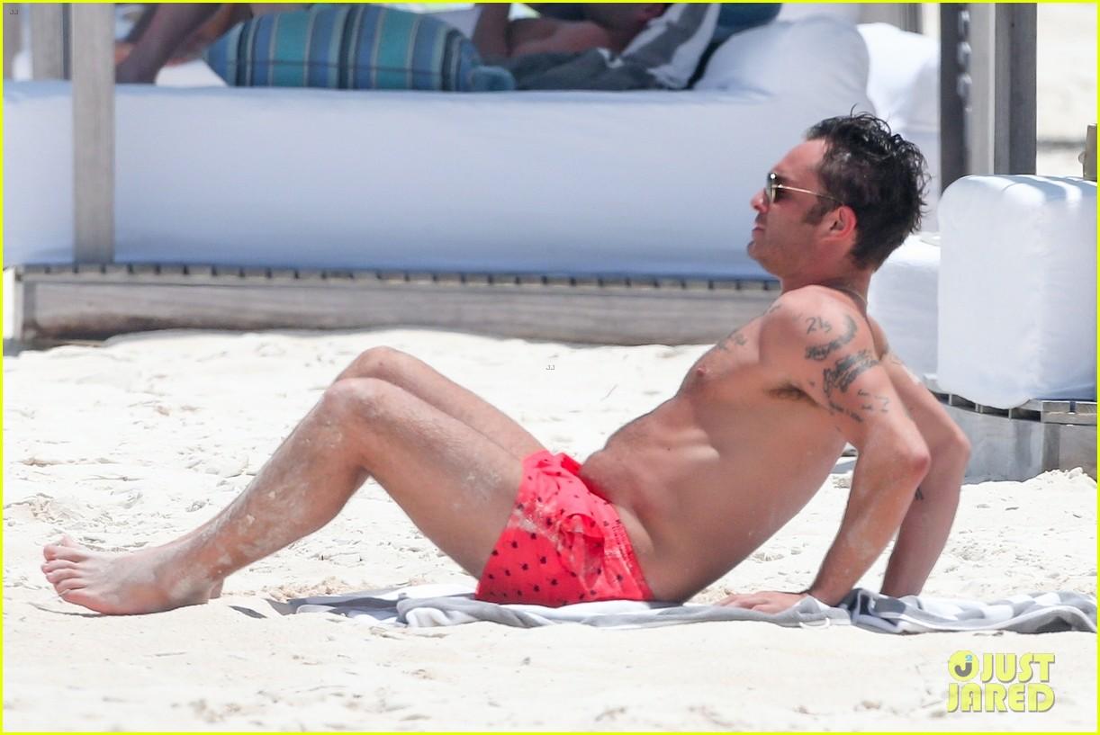 ed westwick shirtless beach photos 21