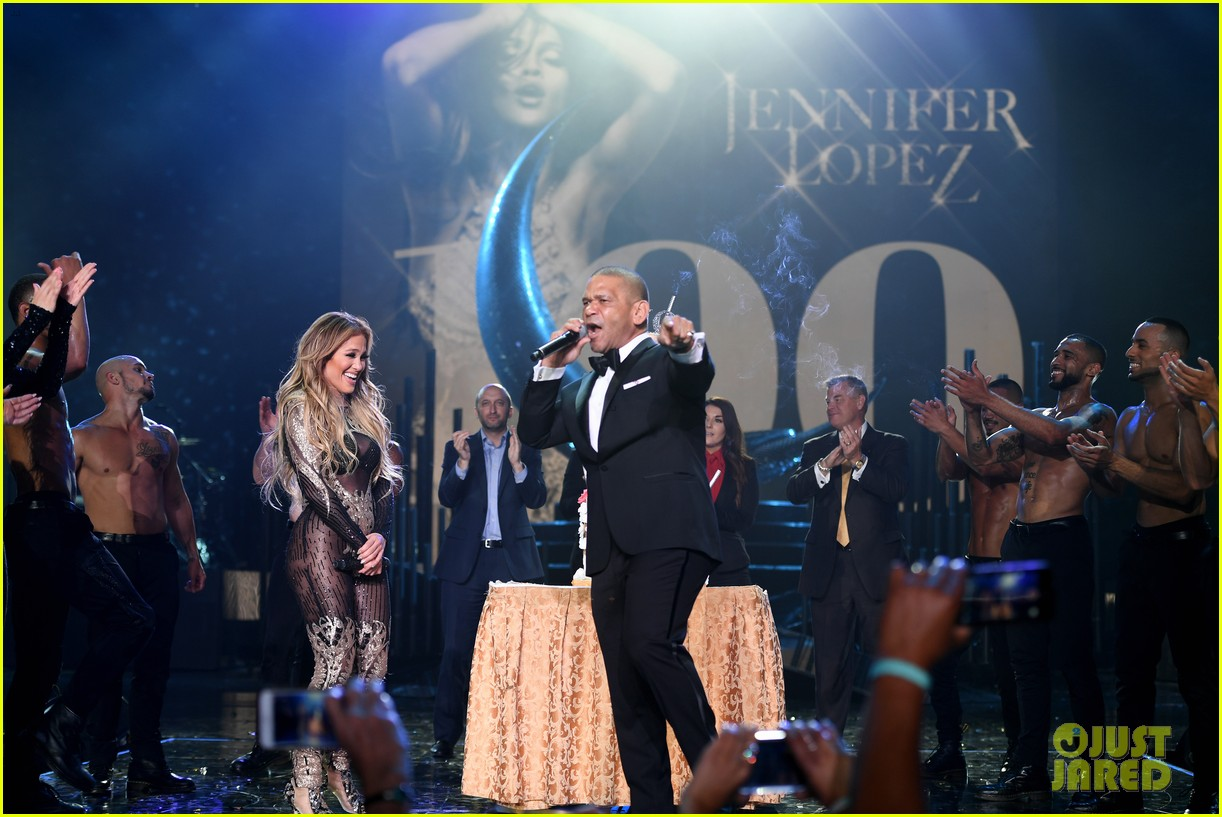 jennifer lopez celebrates 100 shows in vegas 014097907