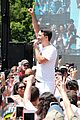 lin manuel miranda sings hamilton at families belong together rally 07