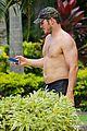 chris pratt shirtless hawaii 04