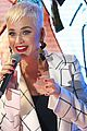 katy perry surprises fans with perth mall appearance 01