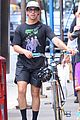 joe jonas sophie turner hang out with his parents in nyc 11