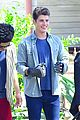 gregg sulkin uses his superpower gloves on runaways set 02