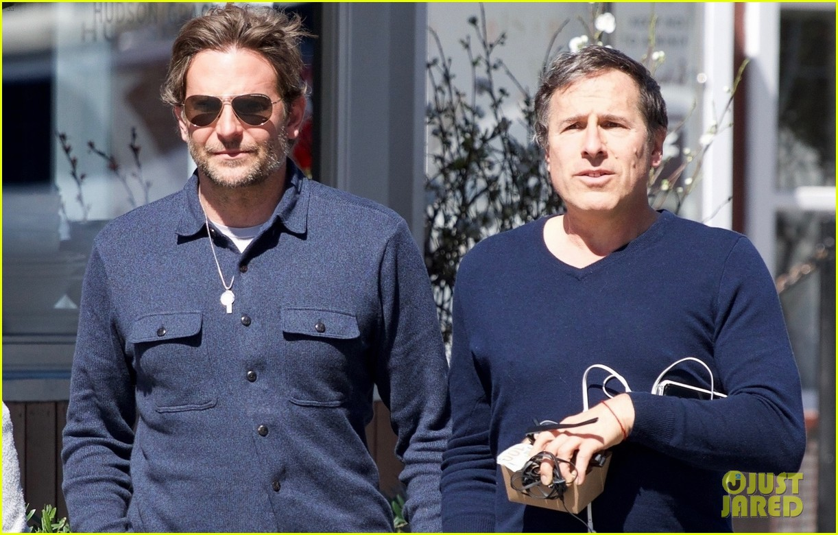 bradley-cooper-joins-a-friend-for-lunch-09.jpg