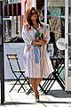 eva mendes stops by a bookstore 01