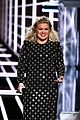 kelly clarkson surgery after billboard music awards 16