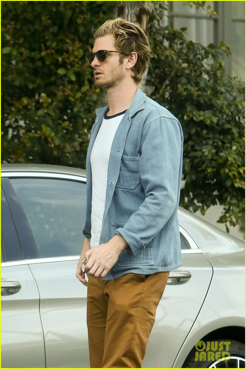 andrew garfield grocery shopping in la 014312360