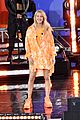 ellie goulding performs on gma 01