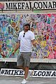 leonardo dicaprio spends the day checking out street art nyc 01